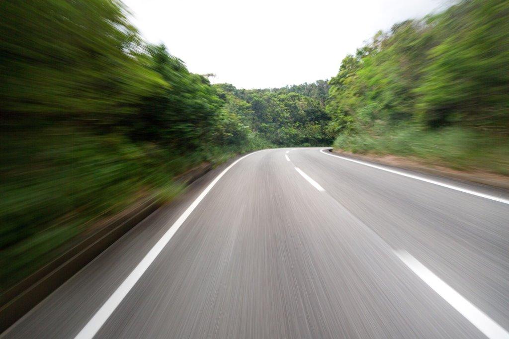 スピード感のある道路